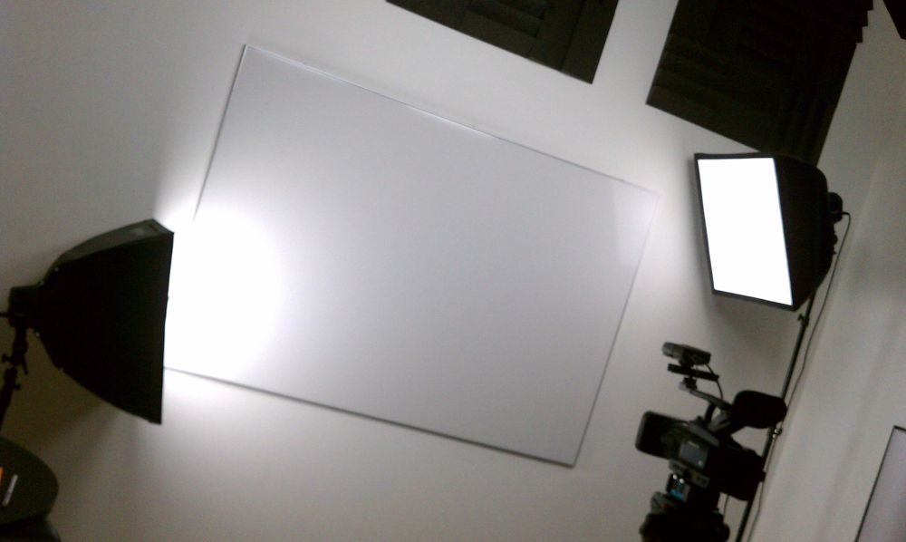 whiteboard side lighting