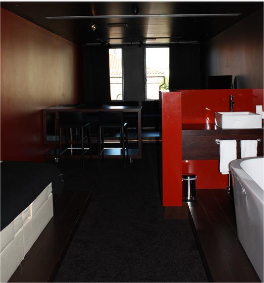 Discotek/Hotel Room